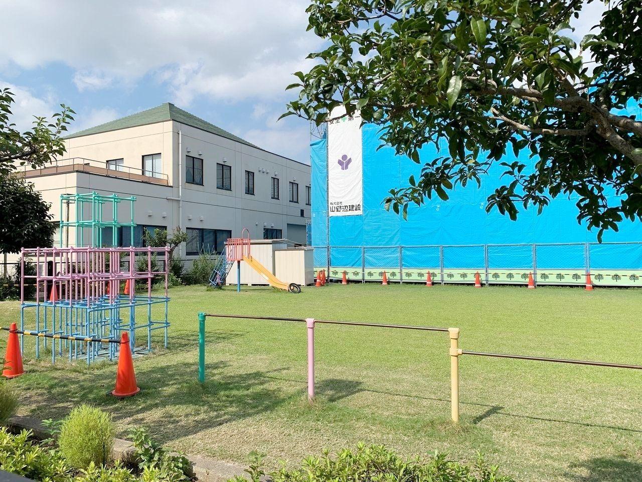 早稲田保育所の園庭は芝生です!