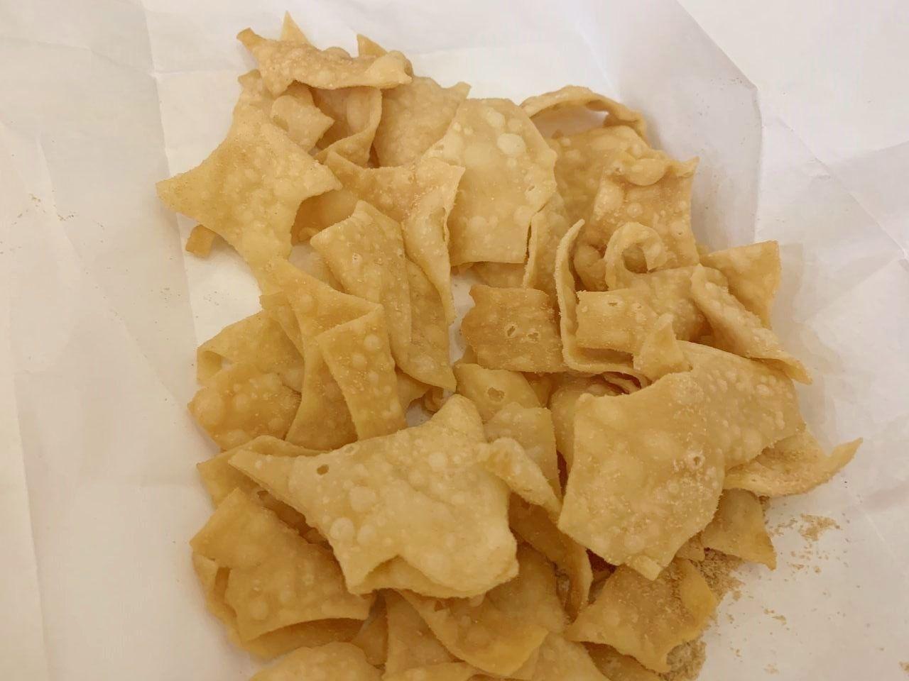 餃子の皮のチップ!バター醤油のほかに、チーズ・カレーなど子供の好きそうな味があります♪