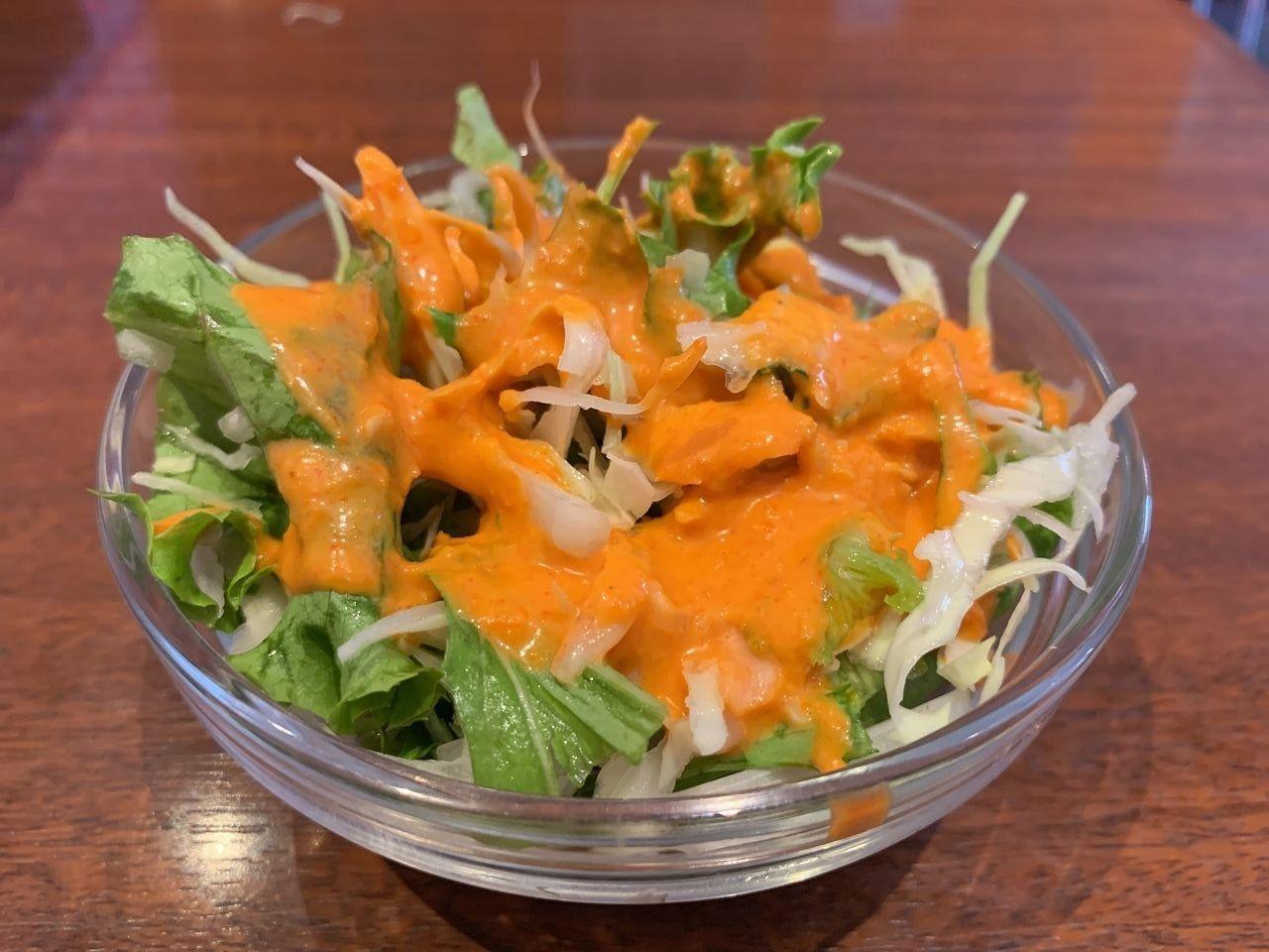 ランチセットのサラダはドレッシングが濃厚でおいしかったです!