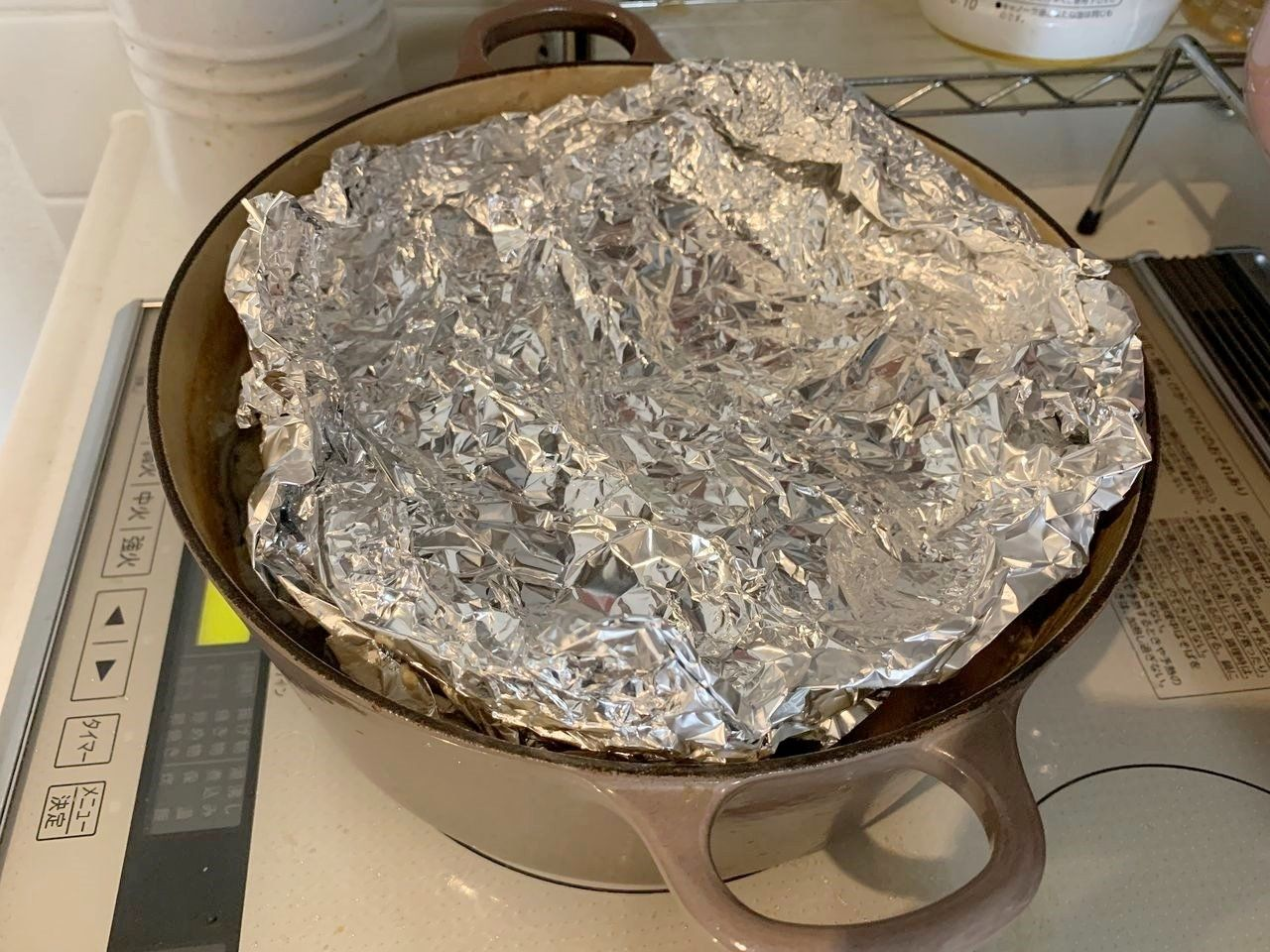 灰汁が出なくなってきてから、2時間茹で続けます。