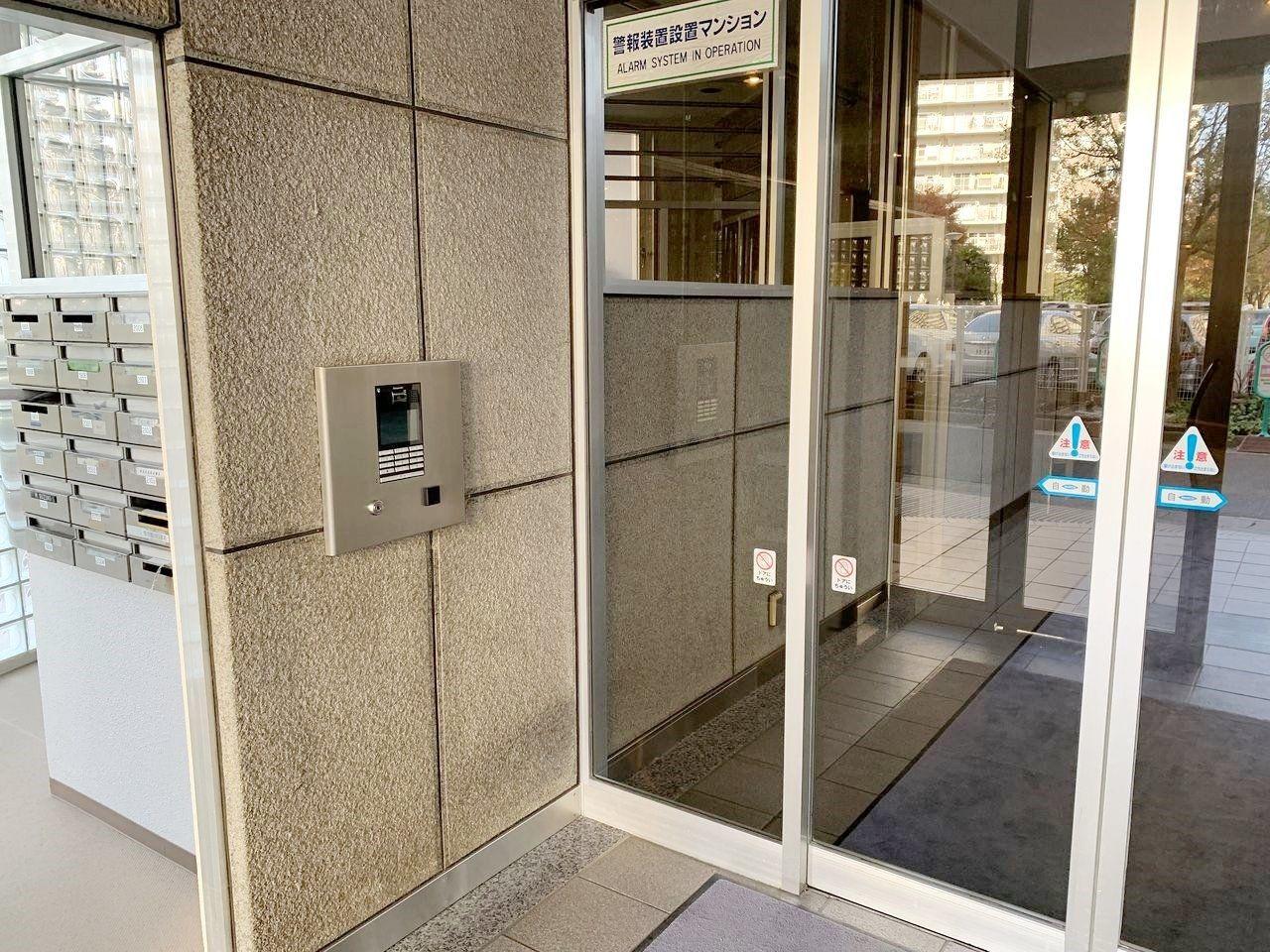 パークフィールドみさとテラ・ウエスト4街区2号館タワーズⅡはオートロック付きで、安心です!