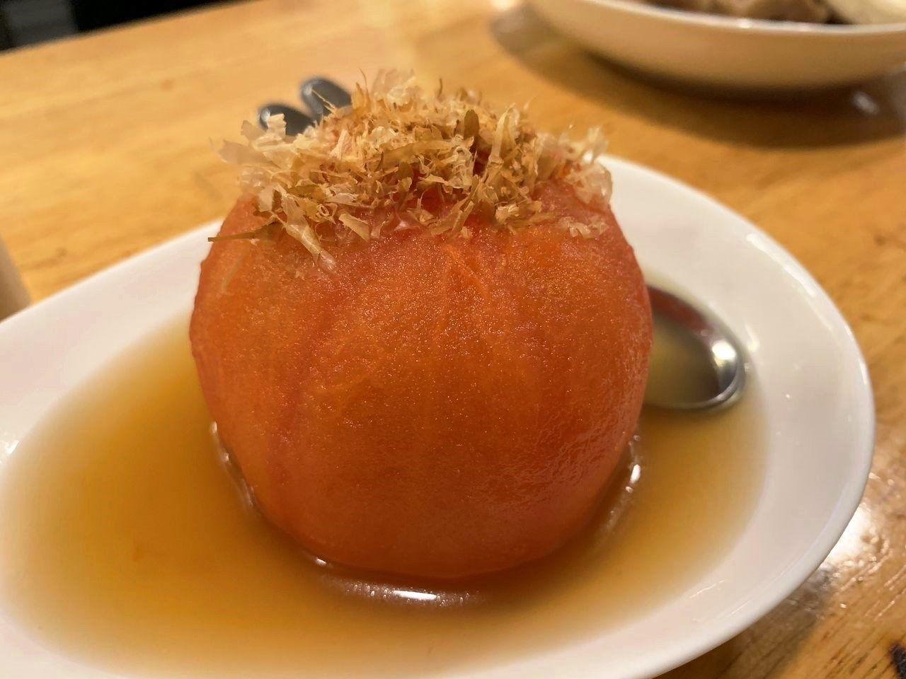 おでんにトマトは知っていましたが、まるごと1個!!