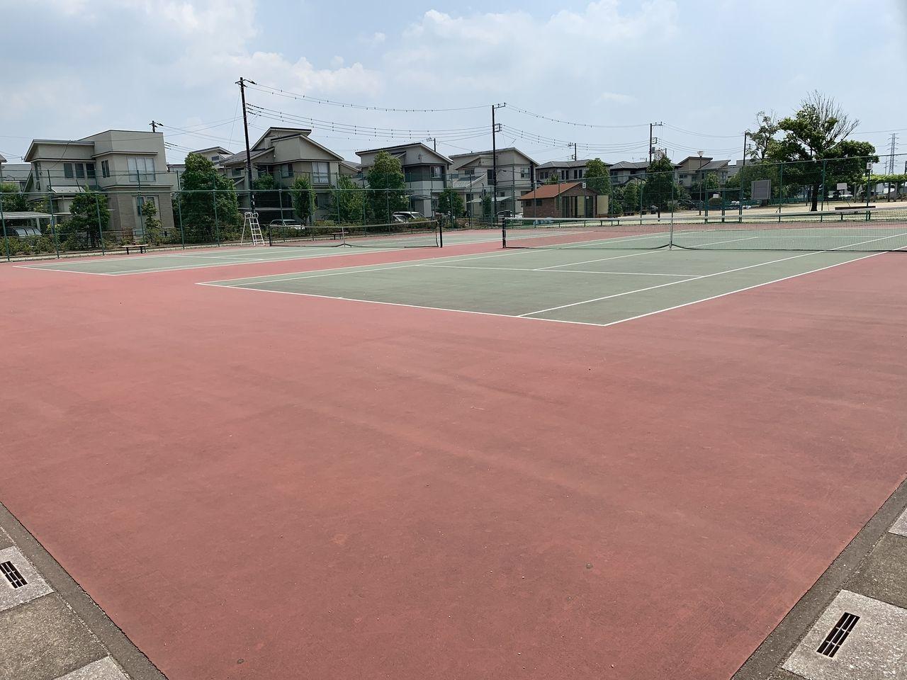 ファインコートららシティ内には住民が使えるテニスコートあります!