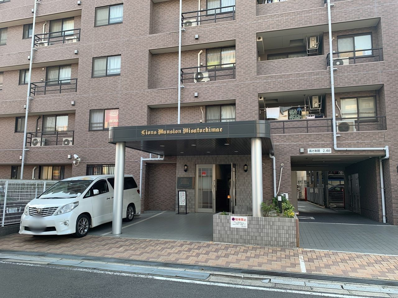 ライオンズマンション三郷駅前のエントランス