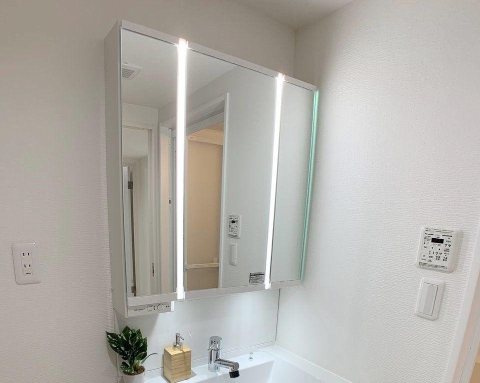美ルック ツインラインLED照明を採用の洗面化粧台